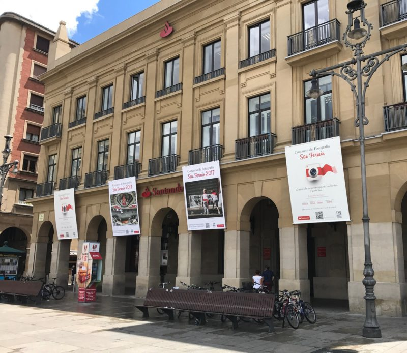 Montaje de lonas en Pamplona